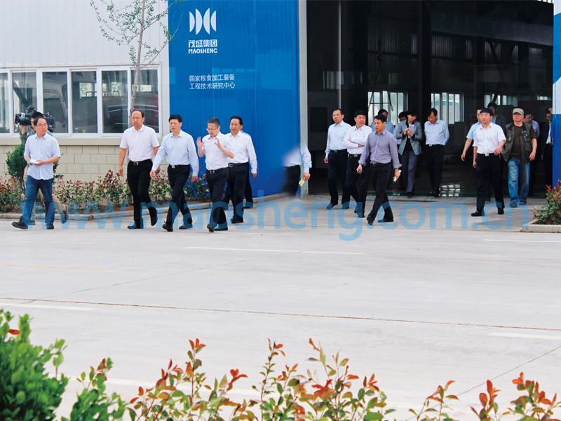 河南省长谢伏瞻来公司视察